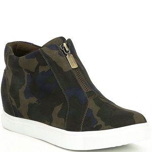 Blondo Glenda hidden wedge camo sneakers